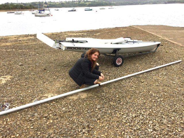 Lydia Barber prepares her mast ready to sail.